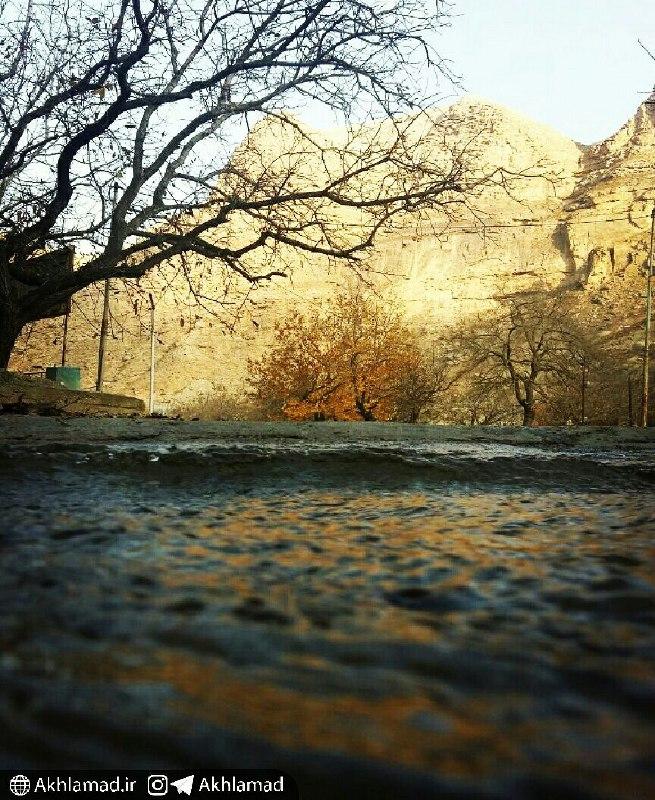 برگ ریزان اخلمد و جوی آب، احمد آگاه