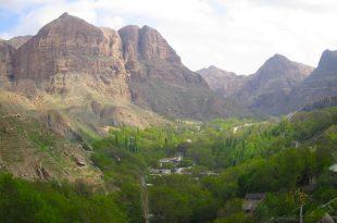 نمایی از اخلمد از فراز کوه های زیبای اخلمد/ فیلم