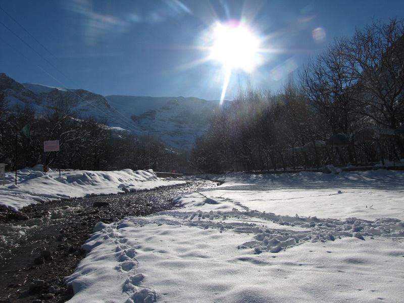 رودخانه اخلمد در یک روز برفی زمستانی